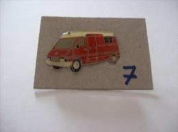 """PIN´S -   SAPEURS POMPIERS   """" Camionnette """" - Voir Photo ( 7 ) - Brandweerman"""
