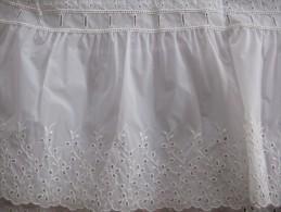 Coupon de tissu nylon brod� au bas  pour jupon ann�es 1960  - 51 x 78 cm env