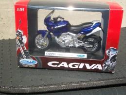 WELLY -  CAGIVA NAVIGATOR 1000  AVEC SA BOITE RED Scala 1/18 - Motos