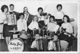 Photo  Format Carte Postale  :  Orchestre De Jeunes , Le Baby Jazz ( Accordéon Club ) Labry - Musik Und Musikanten