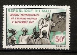 Mali 1967 N° 105 ** Alphabétisation, Tableau Noir, Professeur, Élèves, Craie, Main, Doigt, Islam, Musulman, Ecriture - Mali (1959-...)