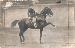 - Cirque Spectacle -  Dressage De Chevaux - Miss Betting - MAUVAIS ETAT  écrite 1910 Courrier Signé De L'artiste - Circo
