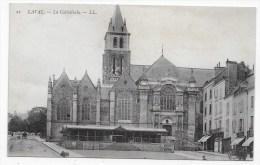 LAVAL - N° 21 - LA CATHEDRALE AVEC ATTELAGE - CPA VOYAGEE - Laval