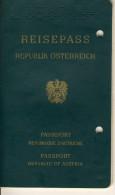 PASSPORT AUSTRIA, Reisepass  - 1977 - 1987, M. Stempelmarken Und Verlängerung - Documents Historiques