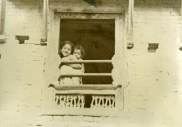 Inde Scène De La Vie Quotidienne Enfants à La Fenetre Ancienne Photo 1960 - Non Classés