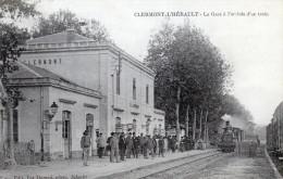 Clermont L'Hérault - La Gare à L'arrivée D'un Train. Joli Plan Animé Et Rare - Other Municipalities