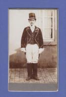 4591 / CDV-Photo - Junger Mann In Kutscher-Livree Um 1900 - Anonyme Personen