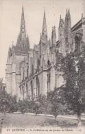 Cp , 29 , QUIMPER , La Cathédrale Vue Des Jardins De L'Évêché - Quimper