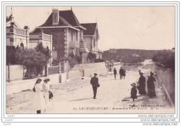 """Cpa   Réf-JP-448   (  Dép 33 )     """"""""""""""""   Promenade  Sur L'Avenue De La Villa  Mireille """"""""""""""""   à  LACANAU - OCEAN - France"""