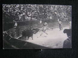 O N°86 /  Corrida - Courses De Taureaux Passe De Muleta    / Circulé En 1910  .- - Corrida