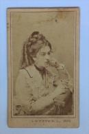 CARDBOARD FOTO KABINET FOTO DIMENSIONEN : 10.5x6.8cm PORTRÄT FRAU FASHION LETZTER L.FÉNYKÉPÉSZ SZEGEDEN  1873 - Sin Clasificación