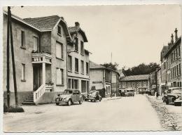 Chabreloche  Le Centre De La Ville Route Nationale RTenault 4 CV Citroen 2 CV Autobus - Otros Municipios