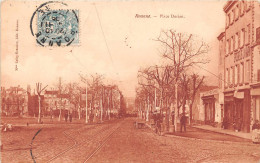 ROANNE -  Place Dorian  (edts  Mme Lafay - Besacier ) ( Voiture à Chien De Dos  ?) - Roanne