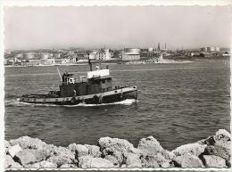 Port De Bouc 5484 Remorqueur Dans Le Port Et Vue Port Petrolier Lavera Petrole - France