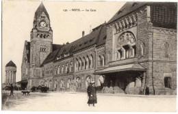 CARTE POSTALE ANCIENNE - ANIMEE - GARE DE METZ - DOS VERT - Metz