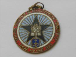 Jolie Médaille  émaillée -Semaine Fédérale De Cyclotourisme 1964- F.F.C.T  **** EN ACHAT IMMEDIAT *** - Advertising (Porcelain) Signs