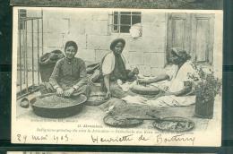 N°48 - Jérusalem  Indigenes Moulant Du Blé  RAV172 - Palestine