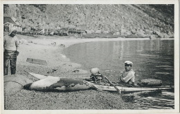 Seal Hunter With Catch Chasseur En Kayak Avec Un Phoque Edit G. Kristensen Polar - Groenlandia