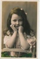 ENFANTS - LITTLE GIRL - MAEDCHEN - Jolie Carte Fantaisie Portrait Fillette Songeuse - Portraits