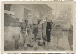 """Foto/Photo Floue. Double Exposition. Militaires & Officiers Allemands. """"Latrines"""" 1934. Texte Au Dos. - Krieg, Militär"""