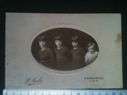 Photo De Cabinet - Groupe D'Enfants, Photo P. Aubé St-Aignan-Noyers - Personnes Anonymes