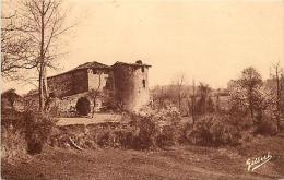 87 SAINT JUNIEN Le ch�teau Gaillard autrefois fortifi� CPA ed. Villoutreix / A.G.A. Gilbert n�7077