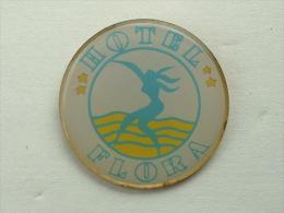 Pin´s FEMME - HOTEL FLORA - Pin-ups