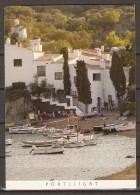 CPM.  Portlligat / Espagne Ayant Voyagé.  Timbre Fleur.  29/07/2008. TTB.  Bateaux De Pêche, Plage - Espagne