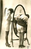 Nu - Carte Photo - 2 Femmes Nues Seins Nus - Sado Masochism - SM - Fouet - Thème Nue Nude érotique érotisme Cul - Desnudos Adultos (< 1960)