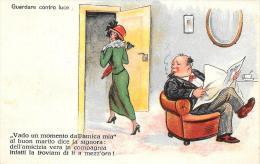 [DC4738] CARTOLINA - UMORISTICA - GUARDARE CONTRO LUCE - Non Viaggiata - Old Postcard - Humor