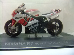 MOTO YAMAHA R7 NORIYUKI HAGA 2000 CON SU CAJA ORIGINAL - Motos