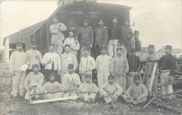 Ref G897 -guerre 1914-18- Carte Photo Non Située - Train -gare Ligne De Chemin De Fer - 13eme Genie - - Regimientos