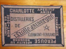 Tapis de cartes - L' Etoile d' Auvergne. Distilleries de Clermont Ferrand -