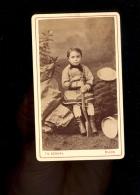 Photographie CDV Garçon Fusil  Boy With Gun Photographe Th SCHAHL 29 Rue Chabot Charny DIJON - Foto