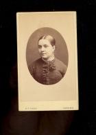 Photographie CDV 1881 Femme E THIEBAUT Photographer Henry T REED 16 Tottenham Court Road LONDON - Foto