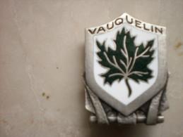 """Insigne Marine Nationale. Escorteur """" Vauquelin """" . Arthus Bertrand Paris"""