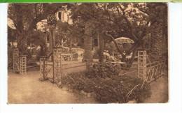 CPA-83-BANDOL-LE GRAND HOTEL-UN COIN DU PARC-ANIMEE-PERSONNAGES DANS LE PARC- - Bandol