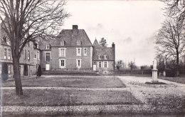 Cpsm Petit Format Château De BEAUCAMPS Le JEUNE - Maison Familiale De Vacances De Fives St Sacrement (Lille) Cour Intéri - Other Municipalities