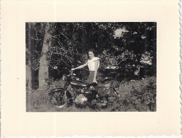 MOTOS  Femme    ANNEES 1950    10,5X8CM - Fotos