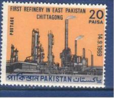 Pakistan 1969  Refinery In East Pakistan...  MNH - Pakistan