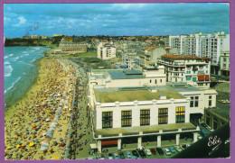 BIARRITZ - La Grande Plage Casino Municipal à Droite Mairie Et Maison Basque Jaguar XKE Solex Citroen DS 2CV AMI 6 - Biarritz