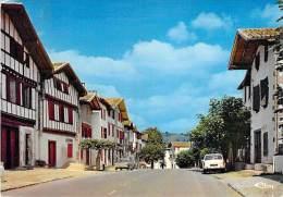AÏHOA 64 - La Rue Principale ( Plan Arrière Automobiles Dont 404 Peugeot ) - CPSM GF 1973 - Pyrenées Atlantiques - Ainhoa