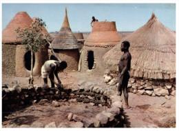 (DEL 808) Africa - Building A Hut (bottom Left Corner Missing) - Métiers