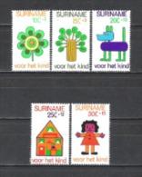 Suriname 1973 Organisationen Wohlfahrt Kinderhilfe Kinderzeichnungen Blumen Bäume Hunde Haus Häuser, Mi. 658-2 ** - Suriname