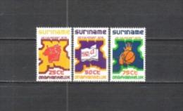 Suriname 1975 Geschichte Unabhängigkeit Arbeit Technik Bildung Kunst Sport Ball Hände Säge Buch Musik, Mi. 702-4 ** - Suriname