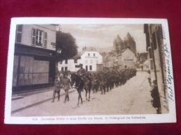 AK Frankreich France Noyon Deutsches Milit�r in einer Stra�e von Noyon Feldpost 1916