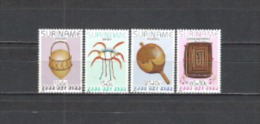 Suriname 1983 Wohlfahrt Jugend Gebrauchsgegenstände Kalebasse Rassel Korb Körbe Kopfschmuck, Aus Mi. 1058-2 ** - Suriname