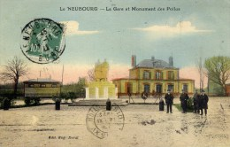 27 LE NEUBOURG  La Gare Et Monument Des Poilus 1914.1918 Animée - Le Neubourg