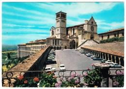 Assisi: ALFA ROMEO TI SEDAN, CITROËN DS, FIAT 1400, 1300, 500, 600, 1100 - Basilica Di S. Francesco  - (Italia) - Voitures De Tourisme