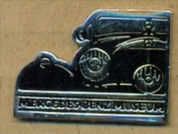 13-aut162. Pin Mercedes Benz. Museum. Roland Bauer. Stuttgart (Reverso) - Mercedes